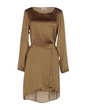 Короткое платье BRUNO MANETTI. Цвет: охра