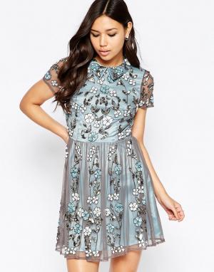 Maya Короткое приталенное платье с цветочной отделкой и воротником. Цвет: синий