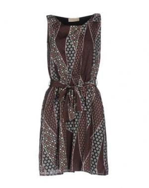Короткое платье JUST FOR YOU. Цвет: темно-коричневый