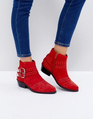 ASOS Замшевые ботинки с заклепками ASHDEN. Цвет: красный