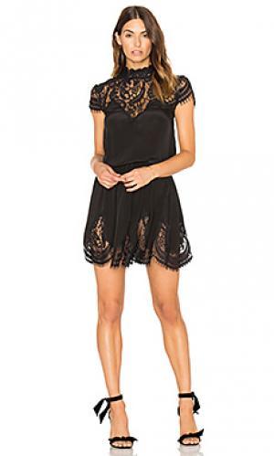 Платье nela RAVN. Цвет: черный