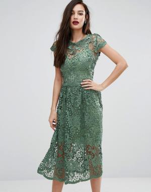Body Frock Кружевное приталенное платье миди с короткими рукавами Bodyfrock. Цвет: зеленый