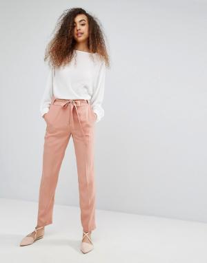 Soaked in Luxury Шелковистые брюки с поясом. Цвет: розовый