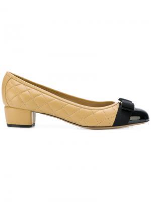 Туфли с контрастным носком Salvatore Ferragamo. Цвет: телесный