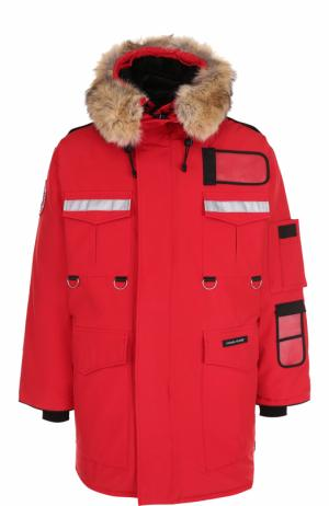 Утепленная парка Resolute с меховой отделкой капюшона Canada Goose. Цвет: красный