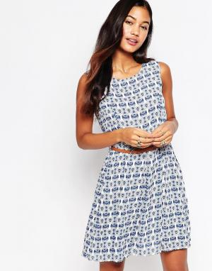 Iska Узорное платье с поясом. Цвет: темно-синий