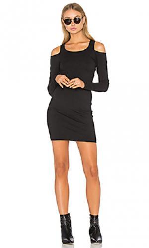 Облегающее платье с открытыми плечами Chaser. Цвет: черный