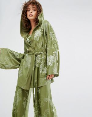 Puma Оливково-зеленый халат X Fenty. Цвет: зеленый