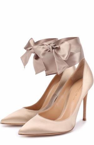 Атласные туфли Gala с лентами на щиколотке Gianvito Rossi. Цвет: бежевый