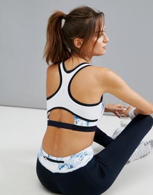 Elle Sport Спортивный бюстгальтер с мраморным принтом и вырезами. Цвет: белый