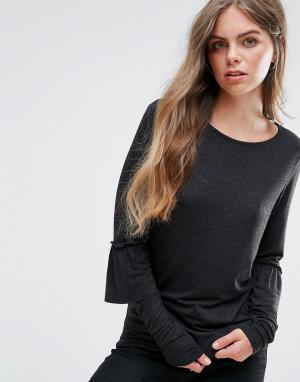 Pieces Трикотажная блузка с оборками на рукавах. Цвет: черный