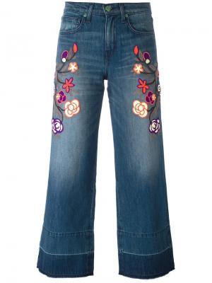 Укороченные джинсы с цветочной вышивкой Sandrine Rose. Цвет: синий