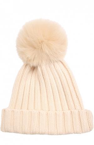 Вязаная шапка с меховым помпоном Nima. Цвет: кремовый