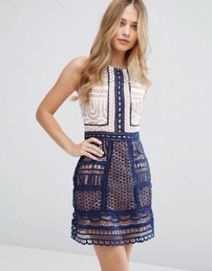 Adelyn Rae Цельнокройное платье с контрастной кружевной отделкой. Цвет: мульти