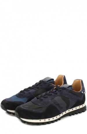 Комбинированные кроссовки  Garavani с камуфляжным принтом и декоративными заклепками Valentino. Цвет: темно-синий