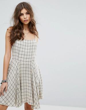 Lira Пляжное платье в клетку. Цвет: бежевый