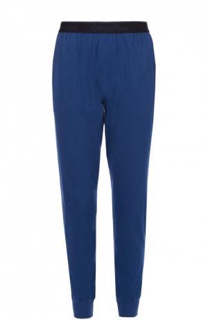 Хлопковые брюки на широкой резинке с манжетами Calvin Klein. Цвет: синий