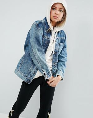 ASOS Джинсовая куртка с эффектом кислотной стирки. Цвет: синий