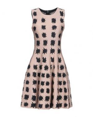 Короткое платье ISSA. Цвет: светло-коричневый