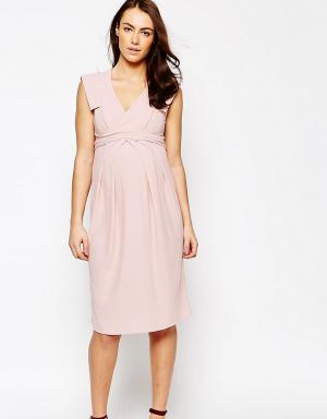 ASOS Maternity Приталенное платье с запахом для беременных. Цвет: розовый