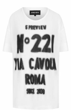 Удлиненная хлопковая футболка с контрастной надписью 5PREVIEW. Цвет: белый