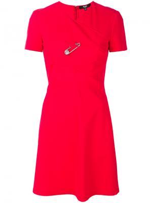 Платье с расклешенной юбкой булавкой Versus. Цвет: красный