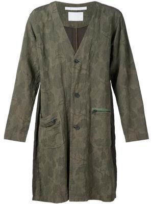 Камуфляжное пальто с цветочным принтом White Mountaineering. Цвет: зелёный
