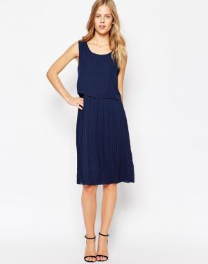 Soaked in Luxury Цельнокройное платье без рукавов. Цвет: синий