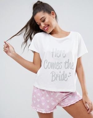 ASOS Пижамный комплект с футболкой и шортами Here Comes Bride BRI. Цвет: мульти
