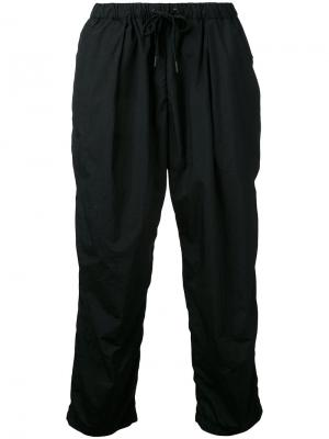 Спортивные брюки Teatora. Цвет: чёрный