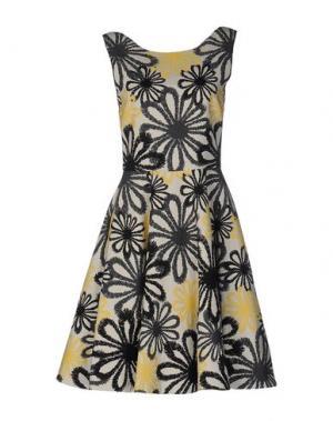 Короткое платье BRIAN DALES. Цвет: слоновая кость