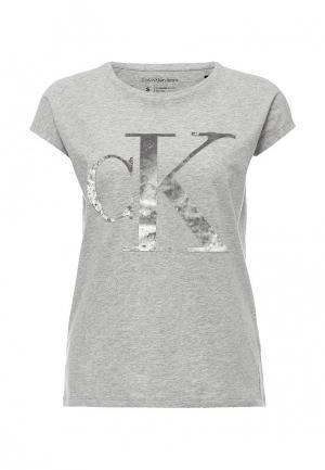 Футболка Calvin Klein Jeans. Цвет: серый