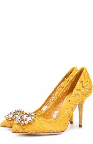 Кружевные туфли Rainbow Lace с брошью Dolce & Gabbana. Цвет: желтый