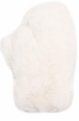 Варежки из меха кролика Yves Salomon. Цвет: белый
