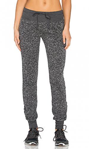 Свободные брюки malibu NUX. Цвет: серый