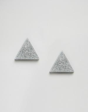Wolf & Moon Треугольные серьги‑гвоздики с блестками. Цвет: серебряный