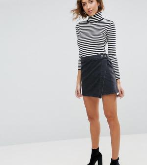 ASOS Tall Выбеленная черная джинсовая мини-юбка с запахом. Цвет: черный