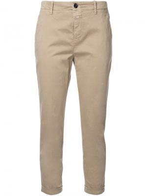 Укороченные брюки-чинос Closed. Цвет: коричневый