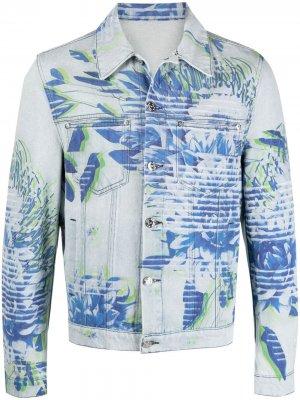 Джинсовая куртка с цветочным принтом MCM. Цвет: синий