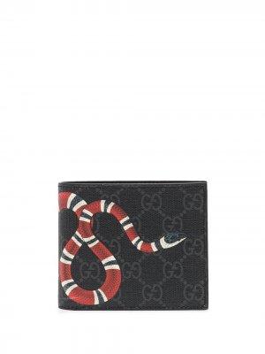 Кошелек Kingsnake с узором GG Supreme Gucci. Цвет: черный