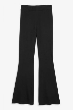 Расклешенные брюки Monki. Цвет: черный