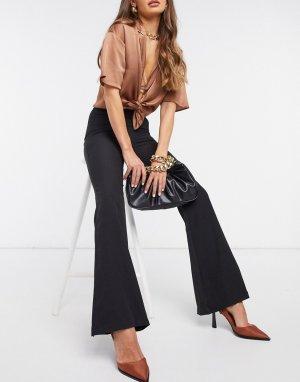 Черные расклешенные брюки Club L-Черный L London