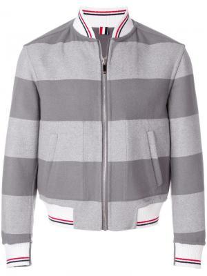 Двусторонняя куртка-бомбер в полоску Thom Browne. Цвет: серый