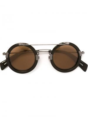 Солнцезащитные очки в круглой оправе Yohji Yamamoto. Цвет: коричневый