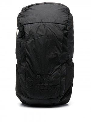 Рюкзак с вышитым логотипом C.P. Company. Цвет: черный
