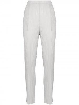 Плиссированные брюки кроя слим Pleats Please Issey Miyake. Цвет: серый