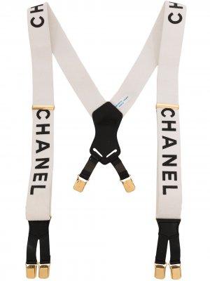 Подтяжки 1997-го года с логотипом Chanel Pre-Owned. Цвет: белый