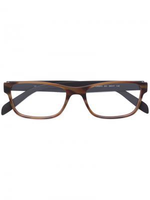 Очки в прямоугольной оправе с контрастными дужками Calvin Klein. Цвет: коричневый
