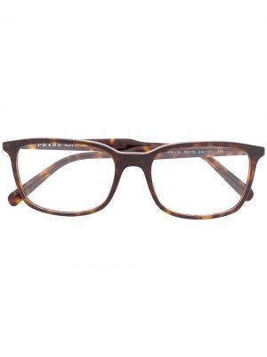 Очки в прямоугольной оправе Prada Eyewear. Цвет: коричневый