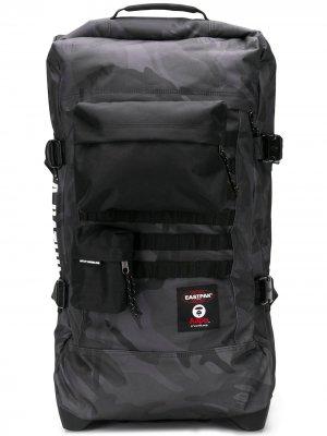 Дорожная сумка с камуфляжным принтом Eastpak. Цвет: черный